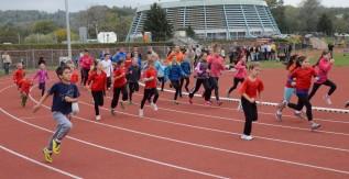 Átadták az új egyetemi futópályát