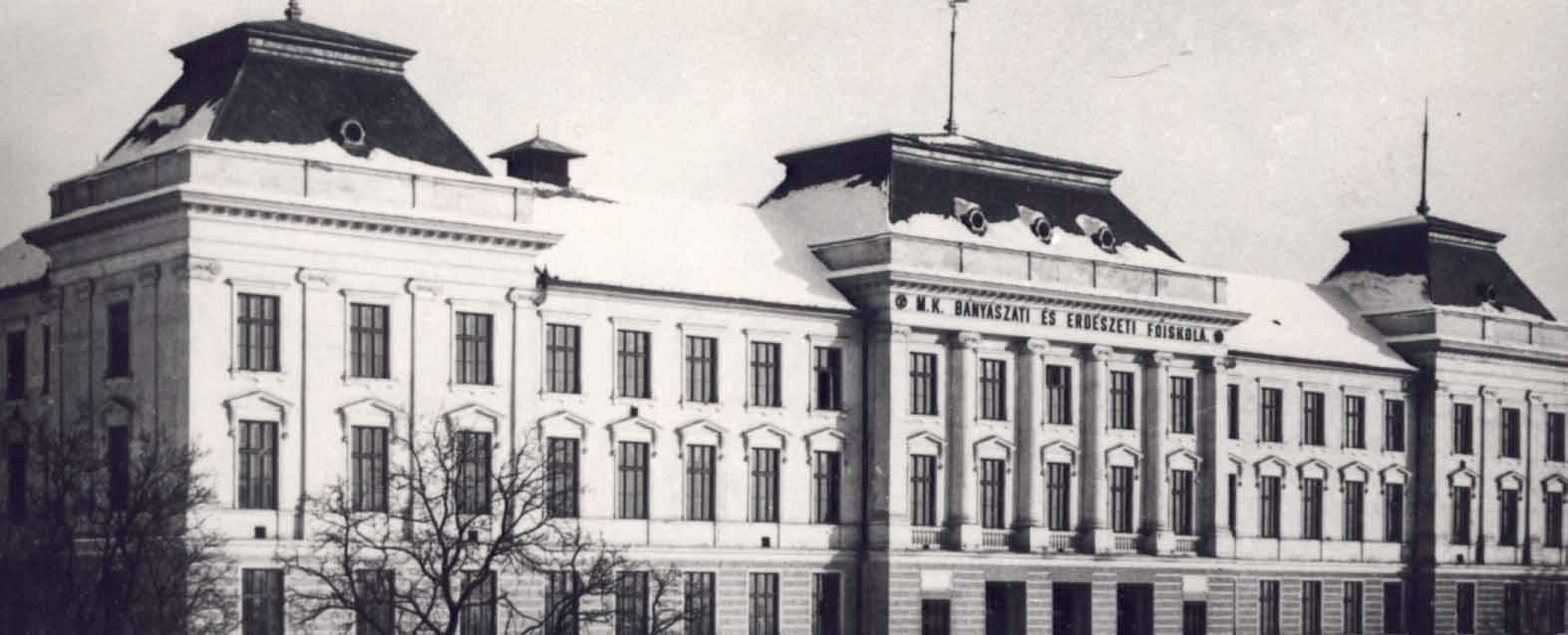 A selmeci iskola példaként szolgált a későbbiekben alakult európai műszaki  főiskolák létrehozásánál. A Párizsi Műszaki Egyetem 1794-ben a selmeci ... 85f73ae856