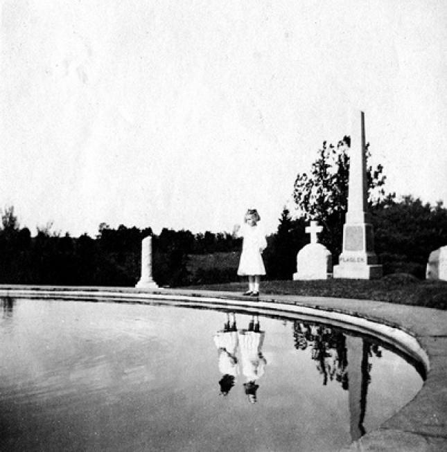 A régi fotók megelevenedett gyermekei - Ransom Riggs: Vándorsólyom kisasszony különleges gyermekei