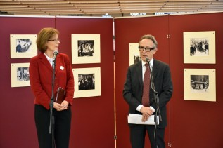 A finn nagykövet nyitotta meg a Téli háború fotóiból összeállított kiállítást