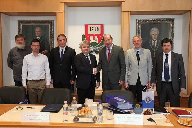 Együttműködési megállapodás született a Nagyváradi Egyetemmel