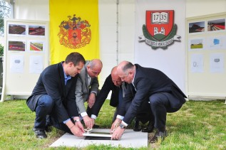 Középpontban a sport - Elhelyezték az új Miskolci Atlétikai Centrum alapkövét