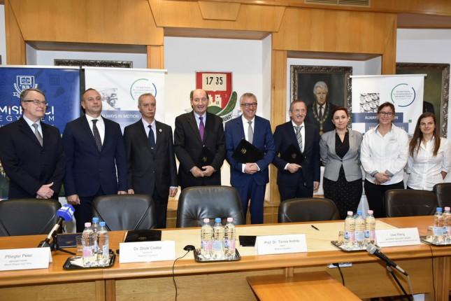 Együttműködési megállapodást írt alá a Miskolci Egyetem és az SEG Automotive